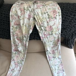 Chic floral jeans